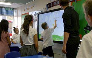 Ecran tactile mural